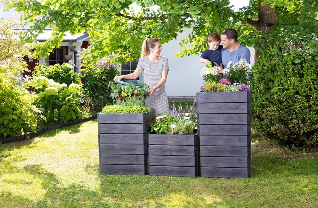 People with Ergo Raised Bed Planters