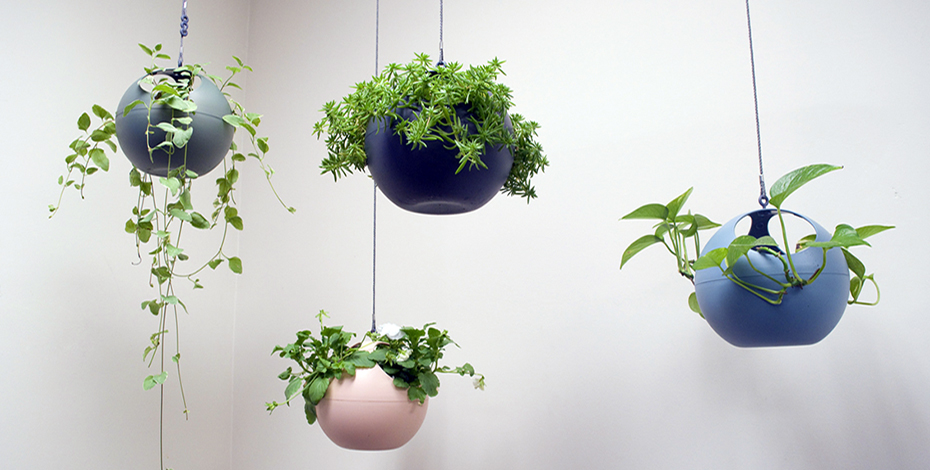 Elho spherical hanging planters graphic graphic